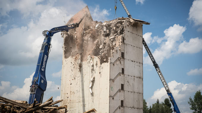 Baywa-Turm: Das Dach ist weg. Und bald auch der Rest.